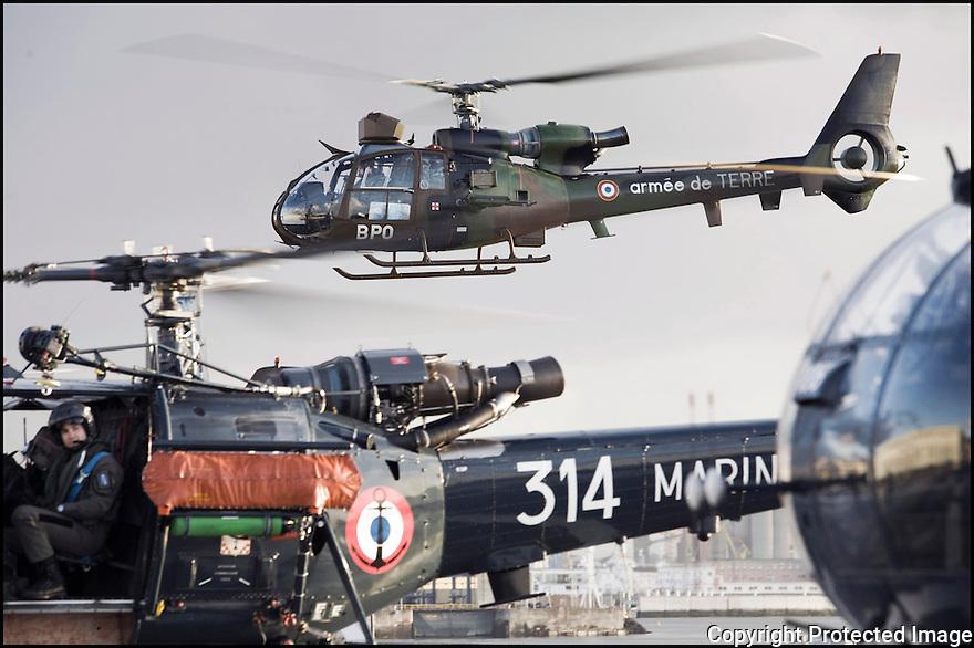 Décembre 2008/ Arrivée des hélicoptères avant le départ de Brest.