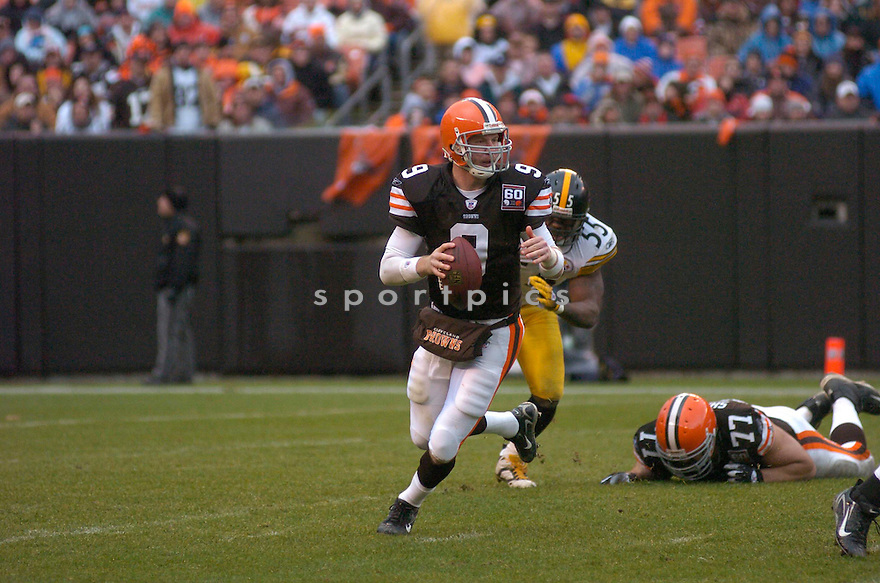 CHARLIE FRYE, of the Cleveland Browns , in action against the Pittsburgh Steeler on November 12, 2006, in Cleveland, OH..Steelers win 24-20..Chris Bernacchi / SportPics