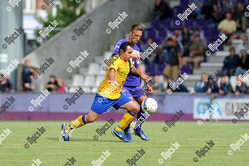 2013-09-01 / Voetbal / seizoen 2013-2014 / Beerschot Wilrijk - Ternesse / Umut Aktepe (Ternesse) met Davy De Smedt in de rug<br /><br />Foto: Mpics.be