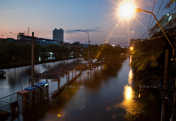 A flooded street in Pinklao, western Bangkok.<br />