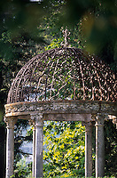 Europe/Italie/Côte Amalfitaine/Campagnie/Ravello : Kiosque du jardin de la villa Cimbrone (érigée au début du XIX° par Lord William Bechett)