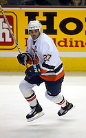 Michael Peca New York Islanders. Photo F. Scott Grant