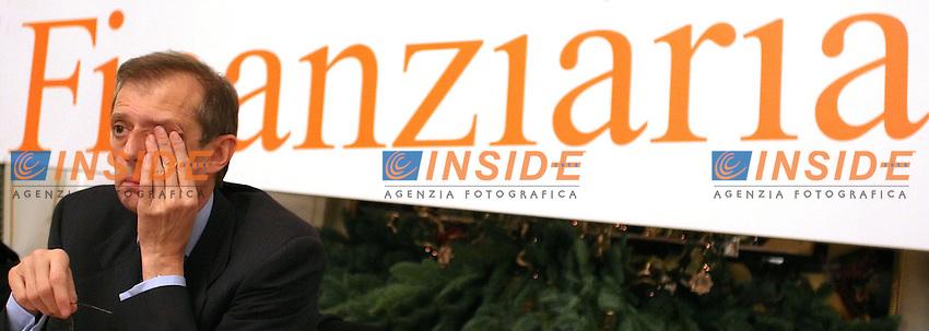 Roma 05/12/2006 Convegno dal titolo &quot;La priorit&agrave; della Ricerca alla prova della Finanziaria&quot;. Nella foto il segretario dei DS Piero Fassino.<br /> Photo Samantha Zucchi Inside (www.insidefoto.com)