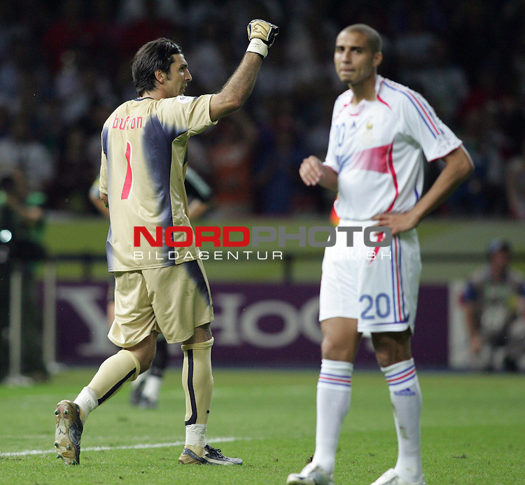 FIFA WM 2006 - Final / Finale<br /> Play #64 (09-Jul) - Italy vs France.<br /> Goalkeeper Gianluigi Buffon from Italy (l) and David Trzeguet (l-r) from France after penalty kick during the match of the World Cup in Berlin.<br /> Foto &copy; nordphoto