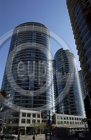 Toronto, Ontario, Canada - 07 August 2006 -- Modern apartment buildings -- architecture -- Photo: Horst Wagner / eup-images