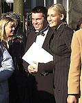 """Wer ist der Mann an Sarahs Seite? <br /> Bei der Hochzeit ihrer Schwester Anna-Maria Lewe war Sarah Connor Trauzeugin.<br /> Arm in Arm verließ sie das Standesamt mit einem attraktiven jungen Mann. Sein Name: Jamél. Aber keine Angst, Maenner: Er war """"nur"""" der Trauzeuge des Braeutigams.<br /> <br /> Anna-Maria Lewe und Pravit Anantapongse gaben sich am Valentinstag das Jawort auf dem Delmenhorster Rathaus. Zahlreiche Freunde, Bekannte und Fans ihrer Schwester<br /> Sarah Connor wuenschten dem jungen Paar viel Glück.<br /> <br /> Namen der beteiligten: Sarah Connor, Schwester Anna-Maria Lewe, Braeutigam:Pravit Anantapongse,  Trauzeuge: Jamél<br /> Bild: Die Trauzeugen<br /> [Foto © nordphoto -  Foto ist honorarpflichtig! zzgl. gesetzl. MwSt.<br />  Belegexemplar erforderlich<br /> Adresse: nordphoto<br /> Georg-Reinke-Strasse 1<br /> 49377 Vechta"""