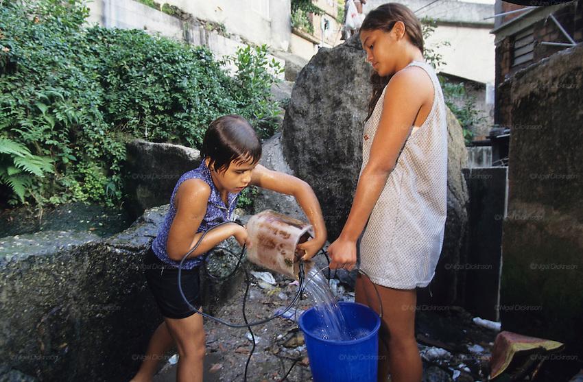 favella-teen-girl-christina-aguillera-naked