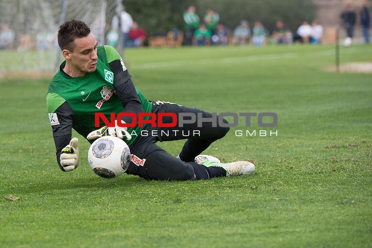 Trainingsgel&auml;nde, Jerez, ESP, 1.FBL, Trainingslager Werder Bremen 2014,  10.01.2014, <br /> <br /> Raphael Wolf (Bremen #20)<br /> <br /> Foto &copy; nordphoto/ Kokenge