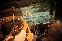RIO DE JANEIRO, RJ - 17.07.2013 - PROTESTO RESIDENCIA DO GOVERNADOR RIO DE JANEIRO - Movimentação de manifestantes na residencia do governador do Estado do Rio de Janeiro,  Sergio Cabral no bairro do Leblon zona sul da cidade capital fluminense nesta quarta-feira, 17 - Foto: Fabio Teixeira / Brazil photo press