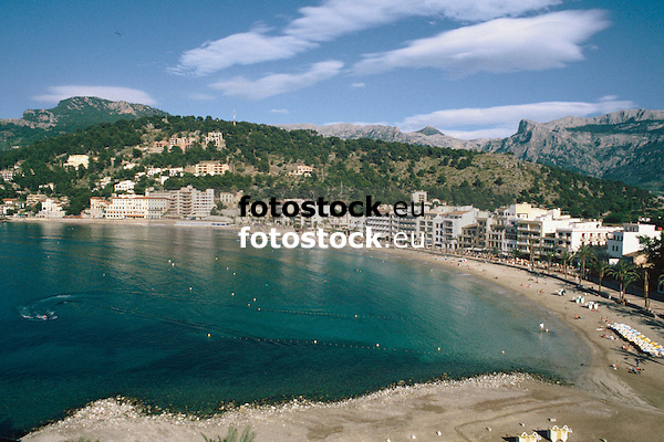 Hotels at the promenade of the Repic beach in Puerto de S&oacute;ller with view to the Sierra de Alfabia of the Tramontana mountains<br /> <br /> Hoteles en el paseo de la playa Repic en Puerto de S&oacute;ller (cat.: Port Soller) con vista a la Sierra de Alfabia de la Tramontana (cat.: Tramuntana)<br /> <br /> Hotels an der Promenade des Repic Strandes von Puerto de S&oacute;ller mit Blick auf die Sierra de Alfabia des Tramontana Gebirges<br /> <br /> 3360 x 2240 px<br /> 150 dpi: 57,05 x 38,08 cm<br /> 300 dpi: 28,52 x 19,04 cm<br /> Original: 35 mm slide transparency