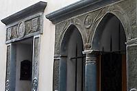 Europe/France/Provence-Alpes-Côtes d'Azur/06/Alpes-Maritimes/Alpes-Maritimes/Arrière Pays Niçois/Tende: Rue de  France- détail linteau en schiste vert de la Roya