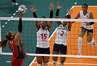BARRANQUILLA - COLOMBIA, 25-07-2018: Colombia y República Dominicana durante partido por la medalla de oro en la modalidad de Voleiboll femenino como parte de los Juegos Centroamericanos y del Caribe Barranquilla 2018. /  Colombia and Dominican Republic during in match for the gold medal women's volleyball as a part of the Central American and Caribbean Sports Games Barranquilla 2018. Photo: VizzorImage / Cont