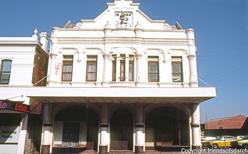 Perth: Old Facade, Lake St. Photo '82.