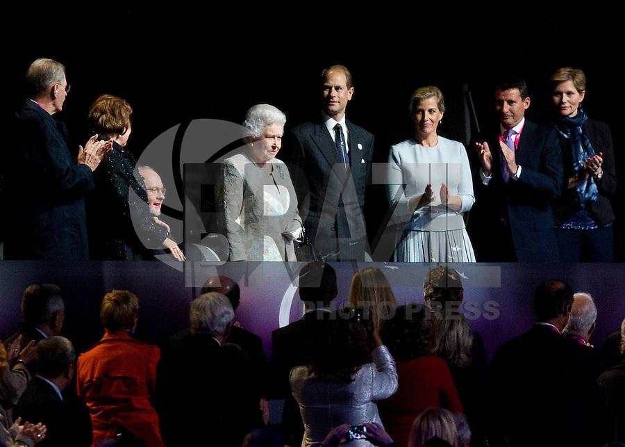 LONDRES, INGLATERRA, 29 AGOSTO 2012 - ABERTURA PARAOLIMPIADAS - A rainha Elizabeth II durante cerimonia dos jogos Paraolimpicos no Estadio Olimpico de Londres, nesta quarta-feira, 29. (FOTO: PIXATHLON / BRAZIL PHOTO PRESS).