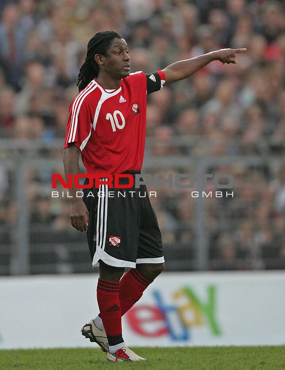 FIFA WM 2006 Germany / Deutschland - Vorbereitung<br /> <br /> Freundschaftsl&permil;nderspiel FC St. Pauli - Trinidad &amp; Tobago<br /> Russell Latapy (10)<br /> <br /> <br /> <br /> <br /> <br /> <br /> <br /> <br /> Foto &copy; nordphoto