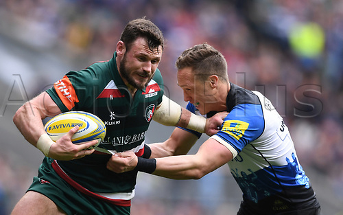 7th April 2018, Twickenham, London, England; Aviva Premiership rugby, Bath Rugby versus Leicester Tigers; Adam Thompstone of Leicester holds off James Wilson of Bath
