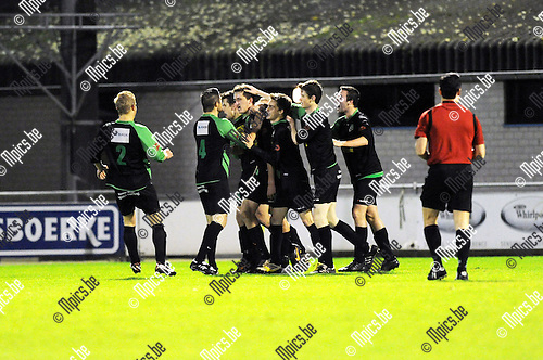 2014-01-04 / Voetbal / seizoen 2013-2014 / De Kempen - Branddonk / Branddonk viert de 1-1<br /><br />Foto: Mpics.be