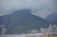 RIO DE JANEIRO, RJ, 08 DE JUNHO DE 2013 -CLIMA TEMPO EM IPANEMA-RJ-Entardecer com nuvens e tempo frio, em Ipanema, zona sul do Rio de Janeiro.FOTO:MARCELO FONSECA/BRAZIL PHOTO PRESS