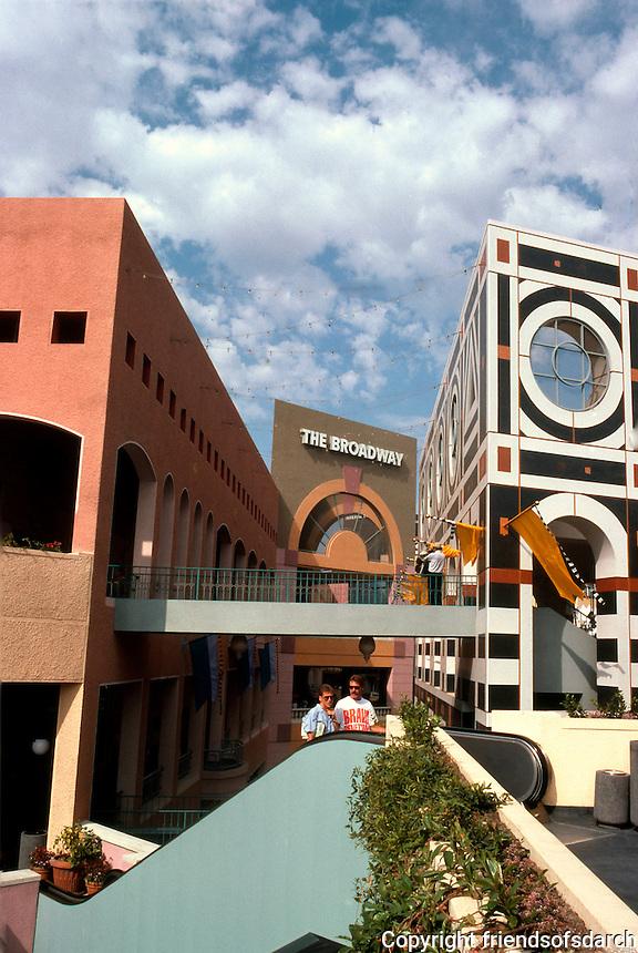 Jon Jerde: Horton Plaza. Another view. (Photo '85)