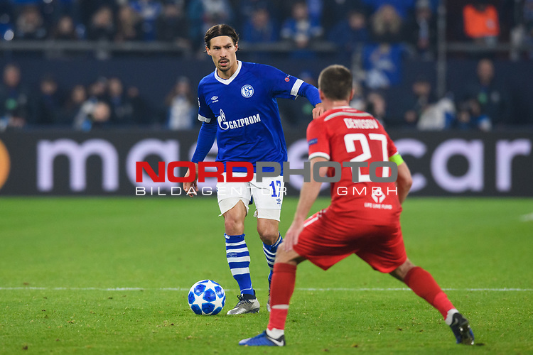 11.12.2018, VELTINS Arena, Gelsenkirchen, Deutschland, GER, UEFA Champions League, Gruppenphase, Gruppe D, FC Schalke 04 vs. FC Lokomotiv Moskva / Moskau<br /> <br /> DFL REGULATIONS PROHIBIT ANY USE OF PHOTOGRAPHS AS IMAGE SEQUENCES AND/OR QUASI-VIDEO.<br /> <br /> im Bild Zweikampf zwischen Benjamin Stambouli (#17 Schalke) und Igor Denisov (#27 Moskau)<br /> <br /> Foto © nordphoto / Kurth