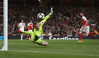 Sunderland's Jordan Pickford watches a header from Arsenal's Olivier Giroud go just wide<br /> <br /> Photographer Rob Newell/CameraSport<br /> <br /> The Premier League - Arsenal v Sunderland - Tuesday May 16th 2017 - Emirates Stadium - London<br /> <br /> World Copyright &copy; 2017 CameraSport. All rights reserved. 43 Linden Ave. Countesthorpe. Leicester. England. LE8 5PG - Tel: +44 (0) 116 277 4147 - admin@camerasport.com - www.camerasport.com