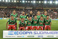 BOGOTÁ - COLOMBIA -09-12-2015: Jugadores de Huracan posan para una foto durante los actos protocolarios previo al encuentro de vuelta entre Independiente Santa Fe (COL) y Huracan (ARG) por la final de la Copa Sudamericana 2015 jugado en el estadio Nemesio Camacho El Campín de la ciudad de Bogota./ Players of Huracan pose to a photo during the formal events prior the secong leg match between Independiente Santa Fe (COL) and Huracan (ARG) for the final of the Copa Sudamericana 2015 played at Nemesio Camacho El Campin stadium in Bogota city.  Photo: VizzorImage/ Gabriel Aponte /Staff