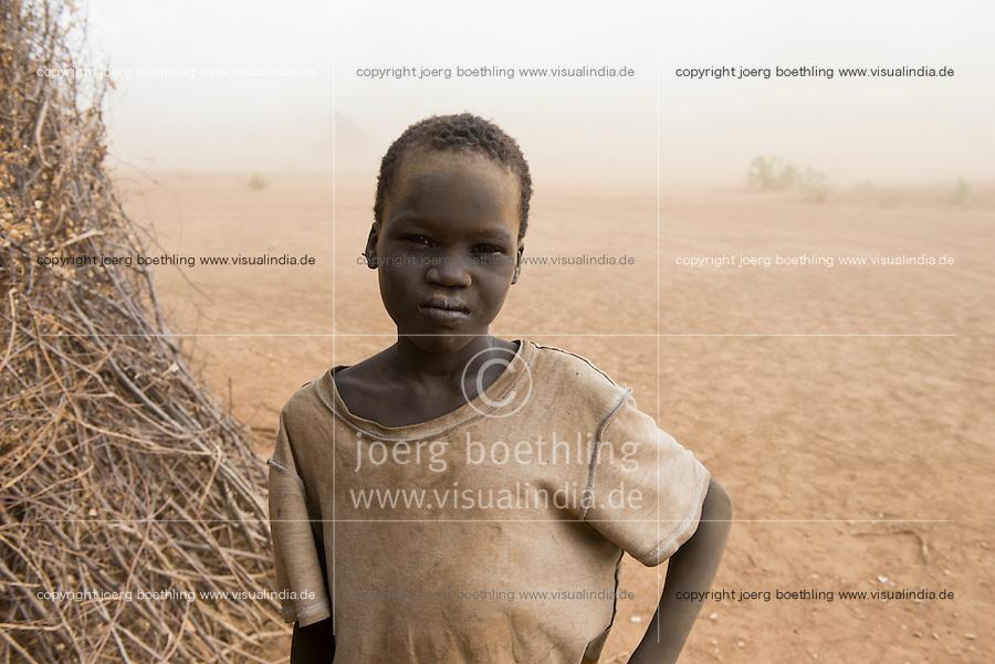 ETHIOPIA, Southern Nations, Lower Omo valley, Kangaten, village Kakuta, Nyangatom tribe, boy in sandstorm / AETHIOPIEN, Omo Tal, Kangaten, Dorf Kakuta, Nyangatom Hirtenvolk, Junge im Sandsturm