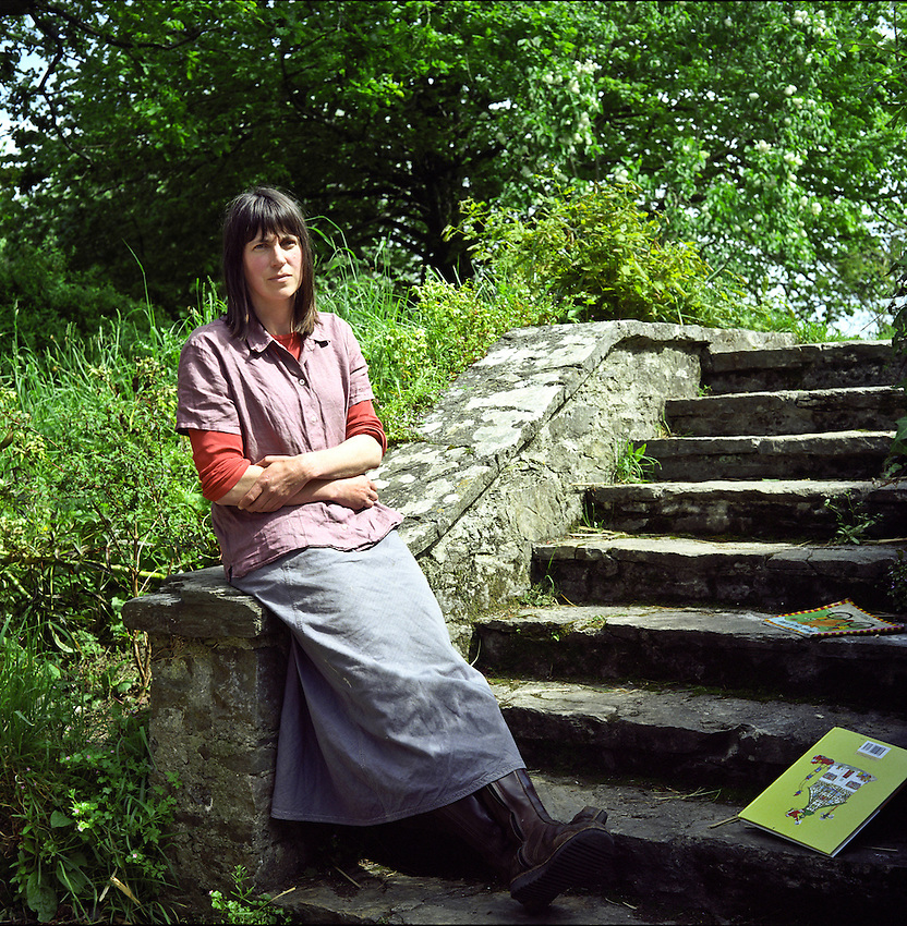 """Alice Oswald , the poet, photographed at her home. Alice Oswald (born 1966) is a British poet who won the T. S. Eliot Prize in 2002. Oswald read Classics at New College, Oxford, has worked as a gardener at Chelsea Physic Garden, and today lives with her husband, the playwright Peter Oswald (also a trained classicist), and her three children in Devon, in the South-West of England..Alice Oswald is the sister of actor Will Keen and writer Laura Beatty..In 1994, she was the recipient of an Eric Gregory Award. Her first collection of poetry, The Thing in the Gap-Stone Stile (1996), won a Forward Poetry Prize (Best First Collection) in 1996, and was shortlisted for the T. S. Eliot Prize in 1997..Her second collection, Dart (2002), combined verse and prose, which tells the story of the River Dart in Devon from a variety of perspectives. Jeanette Winterson called it a """" ? moving, changing poem, as fast-flowing as the river and as deep ? a celebration of difference ? """" .[1] Dart won the T. S. Eliot Prize in 2002..In 2004, Oswald was named as one of the Poetry Book Society's Next Generation poets. Her collection Woods etc., published in 2005, was shortlisted for the Forward Poetry Prize (Best Poetry Collection of the Year)..In 2009 she published both A sleepwalk on the Severn and Weeds and Wildflowers, which won the inaugural Ted Hughes Award for New Work in Poetry, and was shortlisted for the T. S. Eliot Prize..In October 2011, Oswald published her 6th collection, Memorial."""