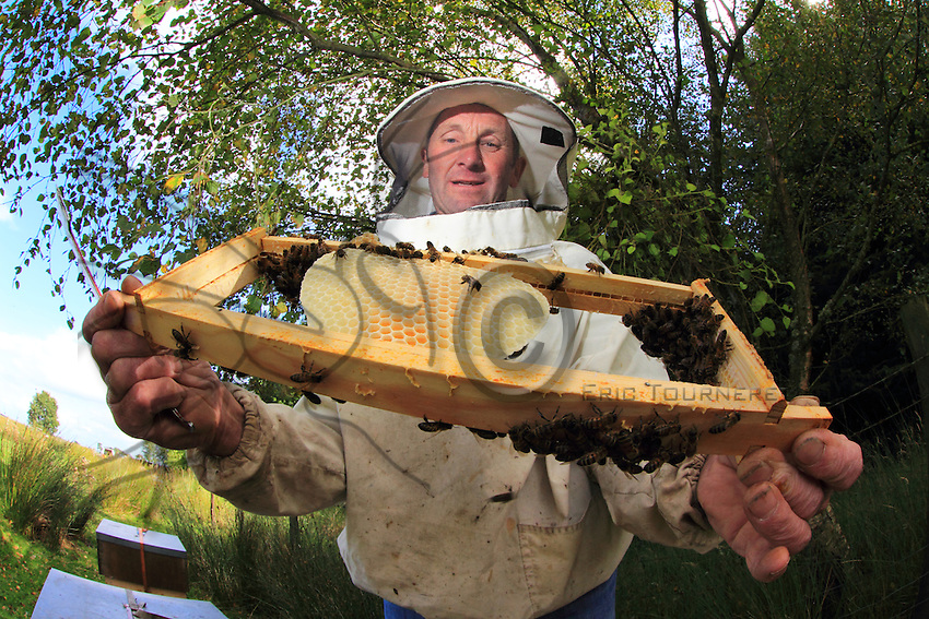 In Hexham the Chairman of the Hexham beepeekers association,