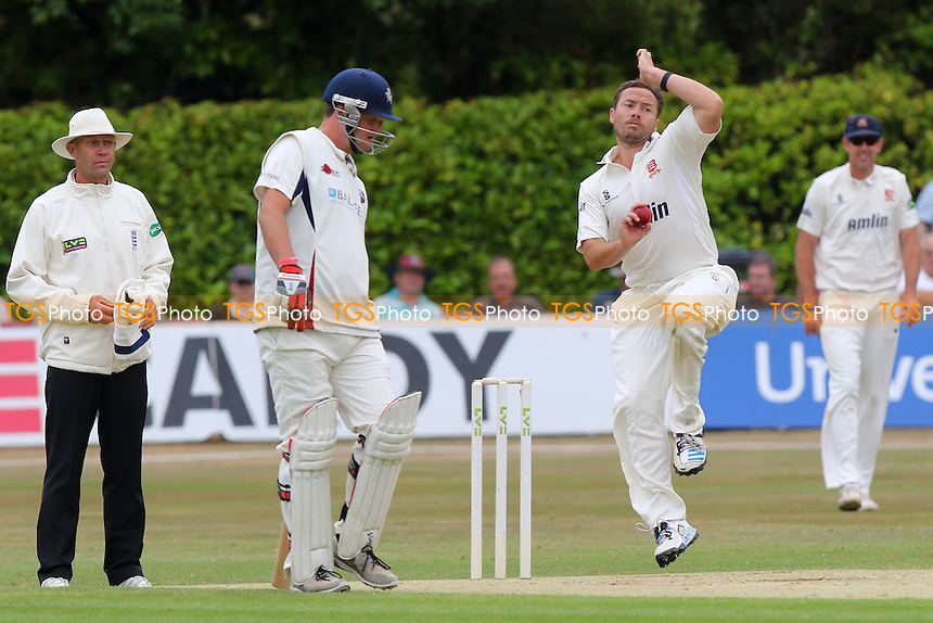 Graham Napier in bowling action for Essex CCC