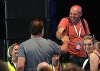 Hay on Wye. Sunday 05 June 2016<br /> Bryn Terfel shakes hands with photographer Keith Morris at the Hay Festival, Hay on Wye, Wales, UK