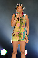 WEST PALM BEACH - JULY 29:  Jennifer Nettles of Sugarland performs at the Cruzan Amphitheatre on July 29, 2012 in West Palm Beach, Florida. &copy;&nbsp;mpi04/MediaPunch Inc *NOrtePhoto.com<br /> <br /> **SOLO*VENTA*EN*MEXICO**<br />  **CREDITO*OBLIGATORIO** *No*Venta*A*Terceros*<br /> *No*Sale*So*third* ***No*Se*Permite*Hacer Archivo***No*Sale*So*third*&Acirc;&copy;Imagenes*con derechos*de*autor&Acirc;&copy;todos*reservados*.