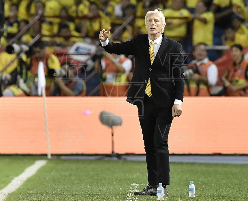 BARRANQUILLA - COLOMBIA - 05-10-2017:  Jose Pekerman técnico de Colombia durante partido contra de Paraguay de la fecha 17 por la clasificación a la Copa Mundial de la FIFA Rusia 2018 jugado en el estadio Metropolitano Roberto Melendez en Barranquilla. /  Jose Pekerman coach of Colombia during match against Paraguay of the date 17 for the qualifier to FIFA World Cup Russia 2018 played at Metropolitan stadium Roberto Melendez in Barranquilla. Photo: VizzorImage/ Gabriel Aponte / Staff