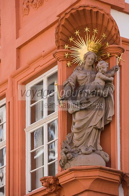 Europe/Allemagne/Bade-Würrtemberg/Heidelberg: Vierge de la Sainte -Trinité sur la maison Meder dans la rue principale Hauptstrasse,