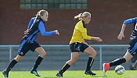 DVK Egem - Club Brugge Dames B :  Camille Godderis aan de bal voor Marie Debruyne (links)<br /> Foto David Catry | VDB | Bart Vandenbroucke