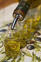 Europe/France/Rhône-Alpes/26/Drôme/Nyons:Dégustation de  l'huile  d'Olive de Nyons à la Coopérative du Nyonsais