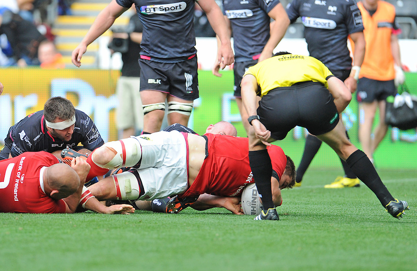 Munster's CJ Stander scores his sides second try<br /> <br /> Photographer Ian Cook/CameraSport<br /> <br /> Rugby Union - Guinness PRO12 - Ospreys v Munster - Sunday 13th September 2015 - Liberty Stadium - Swansea<br /> <br /> &copy; CameraSport - 43 Linden Ave. Countesthorpe. Leicester. England. LE8 5PG - Tel: +44 (0) 116 277 4147 - admin@camerasport.com - www.camerasport.com