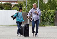 MADRID, ESPANHA, 21 MAIO 2012 - APRESENTACAO SELECAO ESPANHOLA - Jogador Jesus Navas (e), Pepe Reina (d) durante chegada nessa terca-feira (21) a cidade de Las Rozas de Futebol, para concentracao da selecao espanhola para os amistosos contra as Seleçoes da Suíça, a Servia e Coreia do Sul.FOTO: ALEX CID-FUENTES - ALFAQUI - BRAZIL PHOTO PRESS,