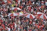 BOGOTÁ -COLOMBIA, 18-02-2017: Hinchas del Santa Fe animan  a su equipo durante el encuentro de vuelta entre Independiente Santa Fe y Atlético Huila partido por la fecha 4 de la Liga Aguila I 2017 jugado en el estadio Nemesio Camacho El Campin de la ciudad de Bogota. / Fans of Santa Fe cheer for their team during the final second leg match between Independiente Santa Fe and Atletico Huila for date 4 of the Aguila League I 2017 played at the Nemesio Camacho El Campin Stadium in Bogota city. Photo: VizzorImage/ Gabriel Aponte / Staff