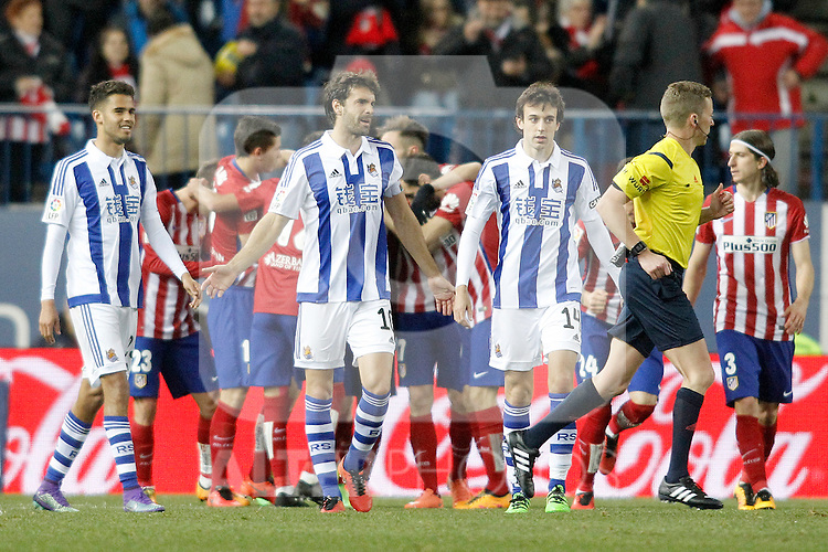 Atletico de Madrid's players celebrate goal in presence of Real Sociedad's Diego Reyes, Xabi Prieto and Ruben Pardo during La Liga match. March 1,2016. (ALTERPHOTOS/Acero)