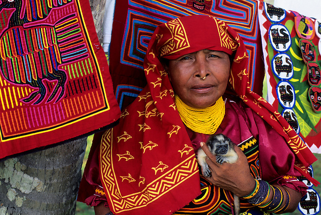 PANAMA, SAN BLAS ISLANDS, NIA TUPU ISLAND, KUNA INDIAN WOMAN WITH PET MARMOSET (MONKEY)