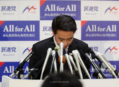 "September 28, 2017, Tokyo, Japan - Japan's main opposition Democratic Party leader Seiji Maehara bows his head after he spoke at the party's lawmakers meeting at the party headquarters in Tokyo on Thursday, September 28, 2017. Democratic Party decided to join the newly founded party ""Kibou no Tou"" led by Tokyo Governor Yuriko Koike.   (Photo by Yoshio Tsunoda/AFLO) LWX -ytd-"