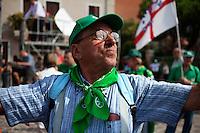 Venezia: un aderente al partito della lega nord partecipa alla quindicesima edizione della festa nazionale dei popoli padani.