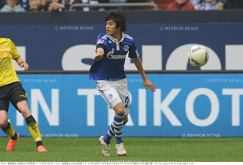 Atsuto Uchida (Schalke), APRIL 14, 2012 - Football / Soccer : Bundesliga match between FC Schalke 04 1-2 Borussia Dortmund at Veltins Arena in Gelsenkirchen, Germany. (Photo by Takamoto Tokuhara/AFLO)