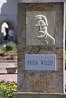 """Afrique/Maghreb/Maroc/Essaouira : Plaque en hommage à Orson Welles place Orson Welles qui y tourna """"Othello"""""""
