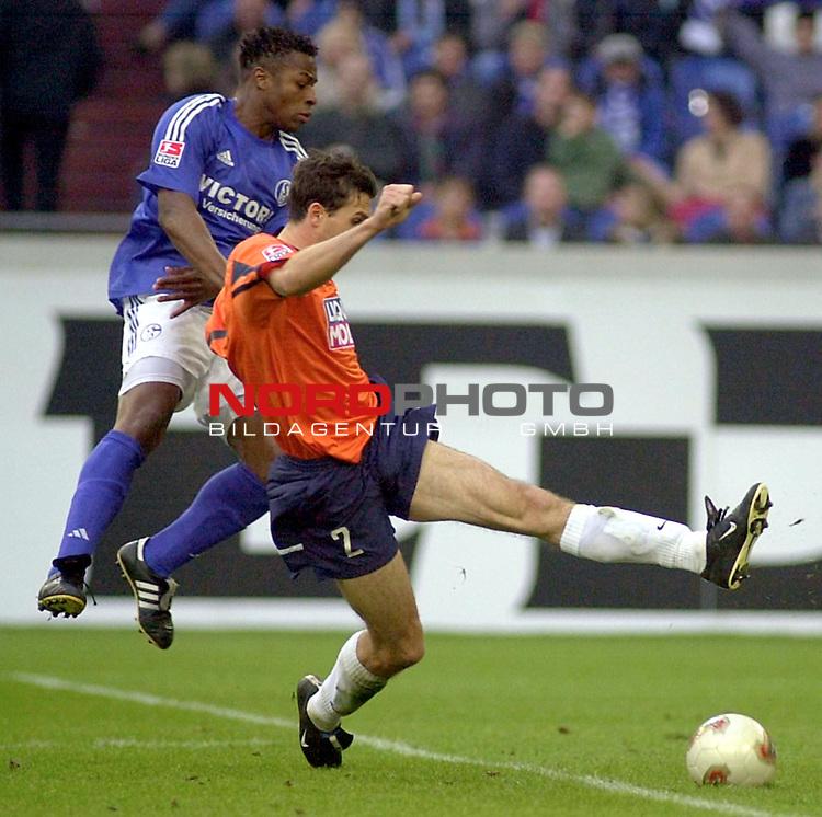 BL 2002/2003 - 26. Spieltag<br /> FC Schalke 04 vs. TSV 1860 Muenchen<br /> Emile Mpenza (links) von Schalke 04 im Zweikampf mit<br /> Martin Stranzl (rechts) von 1860 Muenchen.<br /> Foto &copy; nordphoto <br /> <br /> Hinweis: Gemaess  Auflage der Deutschen FuŖball Liga (DFL) darf dieses Foto nicht vor Spielende in elektronischen Medien aller Art verwendet werden. *** Local Caption *** Foto ist honorarpflichtig! zzgl. gesetzl. MwSt.<br />  Belegexemplar erforderlich<br /> Adresse: nordphoto<br /> Georg-Reinke-Strasse 1<br /> 49377 Vechta