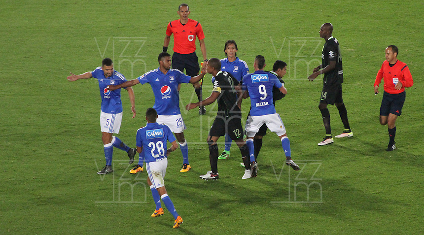 BOGOTÁ -COLOMBIA-31-03-2016.Acción de juego  entre  Millonarios   contra Atlético Nacional durante partido por la fecha 9 de Liga Águila I 2016 jugado en el estadio Nemesio Camacho El Campin de Bogotá./ Actions game during match between  Millonarios    againts of Atlético Nacional   during the match for the date 9 of the Aguila League I 2016 played at Nemesio Camacho El Campin stadium in Bogota. Photo: VizzorImage / Felipe Caicedo / Staff