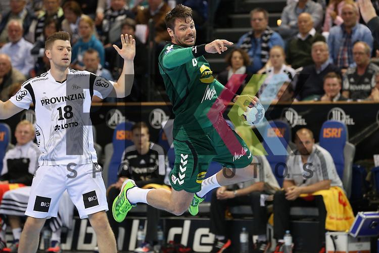 Kiel, 20.05.15, Sport, Handball, DKB Handball Bundesliga, Saison 2014/2015, THW Kiel - GWD Minden : Niclas Ekberg (THW Kiel, #18), Moritz Sch&auml;psmeier (GWD Minden, #04)<br /> <br /> Foto &copy; P-I-X.org *** Foto ist honorarpflichtig! *** Auf Anfrage in hoeherer Qualitaet/Aufloesung. Belegexemplar erbeten. Veroeffentlichung ausschliesslich fuer journalistisch-publizistische Zwecke. For editorial use only.