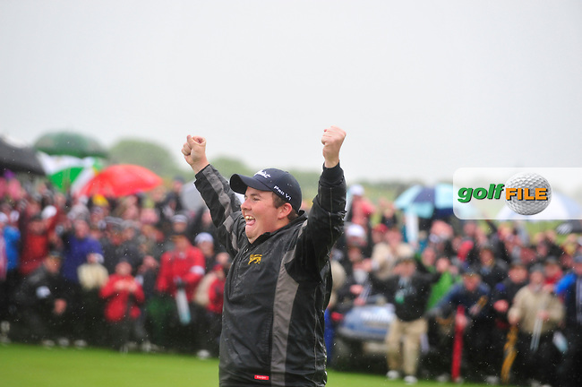 Shane Lowry leaps for joy after sinking his putt on the 18th green on the 3rd playoff hole and winning the 3 Irish Open on 17th May 2009 (Photo by Eoin Clarke/GOLFFILE)