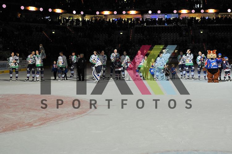 Die Adler Mannheim feiern den Sieg beim Spiel in der DEL, Adler Mannheim - ERC Ingolstadt.<br /> <br /> Foto &copy; Ice-Hockey-Picture-24 *** Foto ist honorarpflichtig! *** Auf Anfrage in hoeherer Qualitaet/Aufloesung. Belegexemplar erbeten. Veroeffentlichung ausschliesslich fuer journalistisch-publizistische Zwecke. For editorial use only.